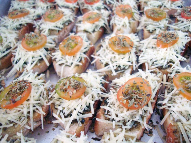 bruschetta-de-molho-pesto-com-tomate-cereja.jpg